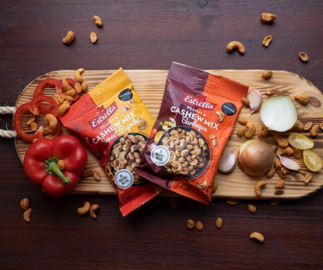 Herkulliset Peanut & Cashew Mix -uutuudet nyt kaupoissa! 😍 Kumpi maistuisi ensin Sweet Paprika vai Barbeque?  100% täyttä makua ilman kuorrutetta.  #uutuus #ilontähden #pähkinät #paprika #barbeque #herkku #snacksit