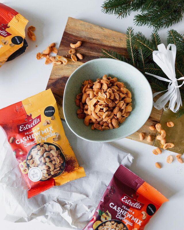 ARVONTA! Haluamme lähettää viidelle @estrellasuomi tilimme seuraajalle maistiaiset uusista Peanut & Cashew Mixeistä. 😍 Kommentoi kumpi maku kiinnostaa enemmän (voittaja saa luonnollisesti molemmat maistettavaksi) Barbeque vai Sweet Paprika?  Osallistu viimeistään sunnuntaina 13.12. Lähetämme uutuusmaistiaiset voittajille, jotka arvotaan 14.12. Onnea arvontaan! 🥳  Kun osallistut kilpailuun, hyväksyt, että saamme ja hallinnoimme henkilökohtaisia tietojasi ottaaksemme yhteyttä voittajaan. Kaikki henkilökohtaiset tiedot poistetaan yhden vuoden kuluessa.  #ilontähden #pähkinät #joululahja #arvonta #uutuus #perjantai #viikonloppu