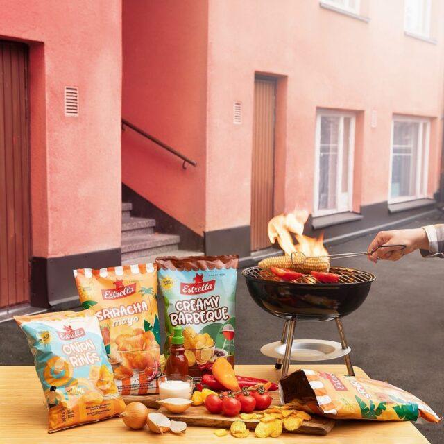 Kesämaut! 😍 Myynnissä vain rajoitetun ajan. ☝️ Joko olet ehtinyt maistaa?  ✔️ Onion Rings - rapeita sipulin makuisia snacks-renkaita ✔️ Sriracha & Mayo - kevyen tulisia srirachan ja majoneesin makuisia perunalastuja ✔️ Creamy Barbeque - herkullisia kermaisen barbequen makuisia perunalastuja  #ilontähden #oispasipsiä #kesä #sipsit #uutuus #kesämaku #grillaus #viikonloppu